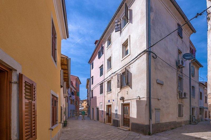 Altstadtpromenade flach mit Meerblick
