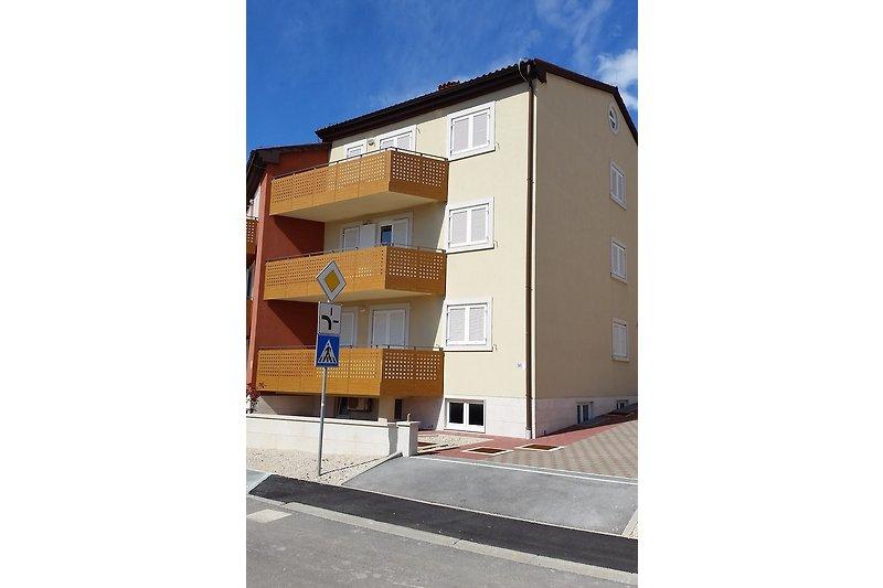 Wohnung Bokan mit Balkon
