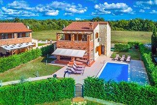 Familienvilla mit Pool