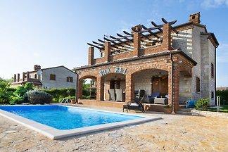 Villa Raj mit eigenem Pool