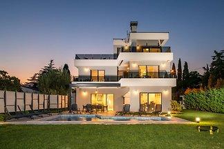 Villa K mit eigenem Pool
