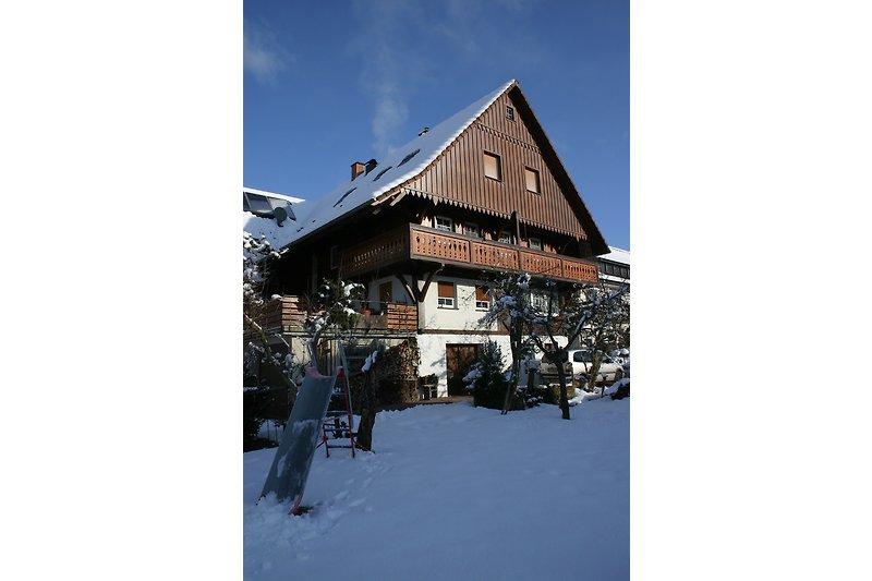 unser Schwarzwaldhaus im Schnee