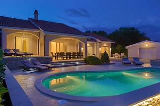 Luxury Villa Gardens, Pool, Garden