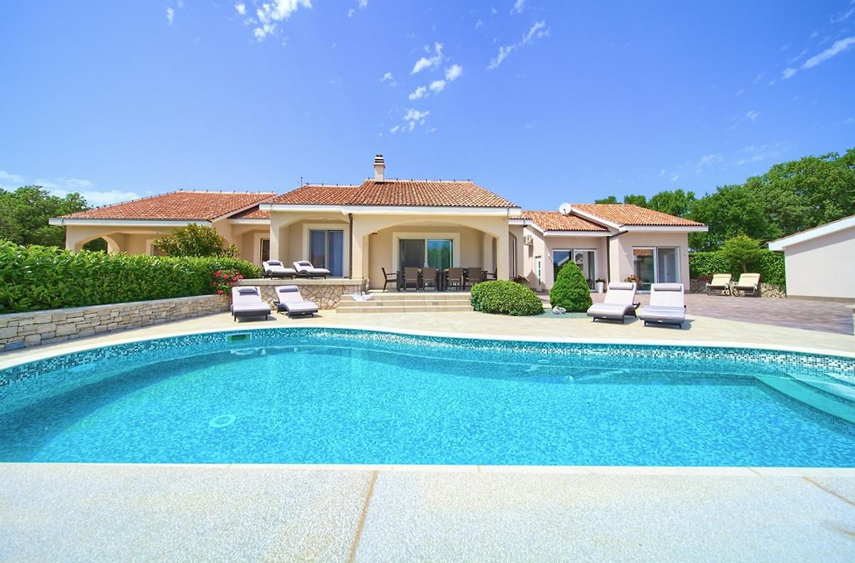 Luxe villa tuinen zwembad tuin in vrh dhr m bezak