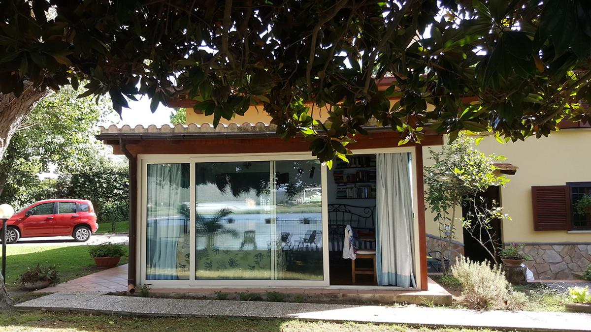 villa am see 50 meter vom meer ferienhaus in sperlonga mieten. Black Bedroom Furniture Sets. Home Design Ideas