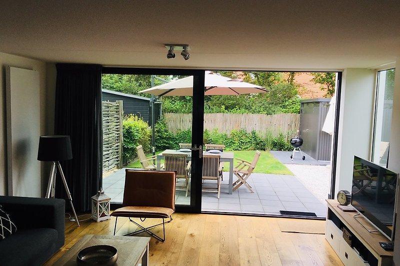 Wohnzimmer, Terrasse und Garten