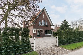 You will find Villa De Zonnehof ideally located between Domburg and the center of Oostkapelle. This villa, with its unique character and a great green garden.