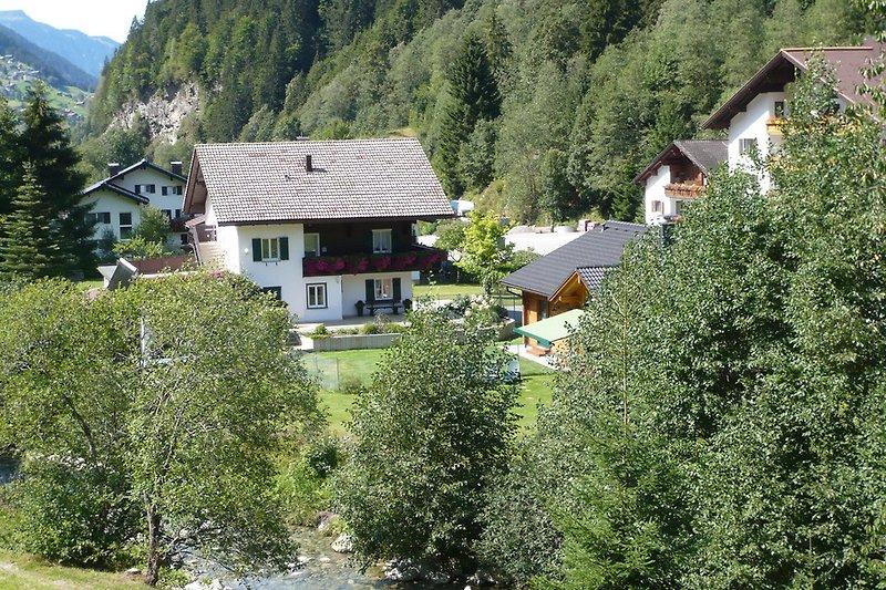 Haus und Umgebung
