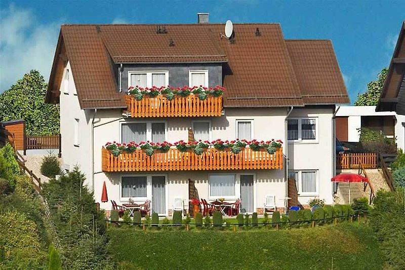Willkommen zum Urlaub im neu erbauten Haus Nietmann in Altenau im Oberharz. Es erwarten Sie 4 Sterne Ferienwohnungen
