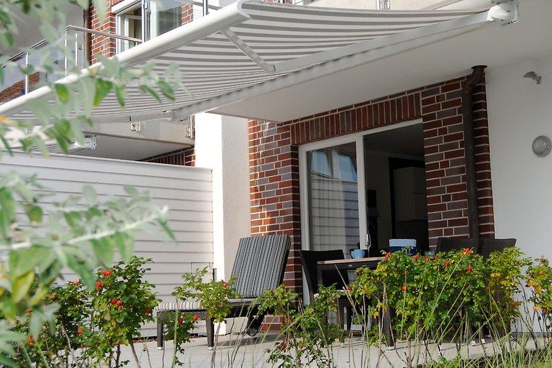 Südwest Terrasse mit elektrischer Sonnenmarkise