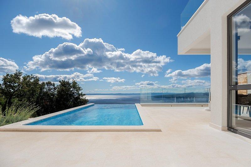 Atemberaubende Aussicht Infinity Pool