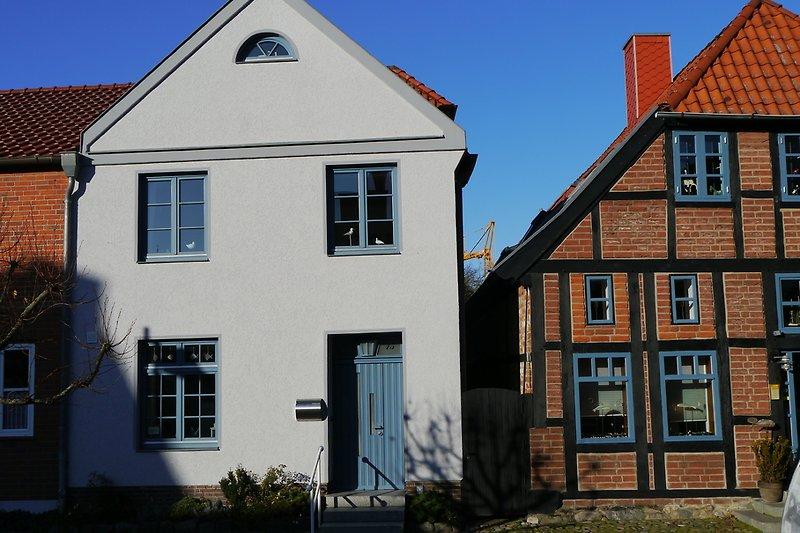 Das blaue Haus, Straßenansicht