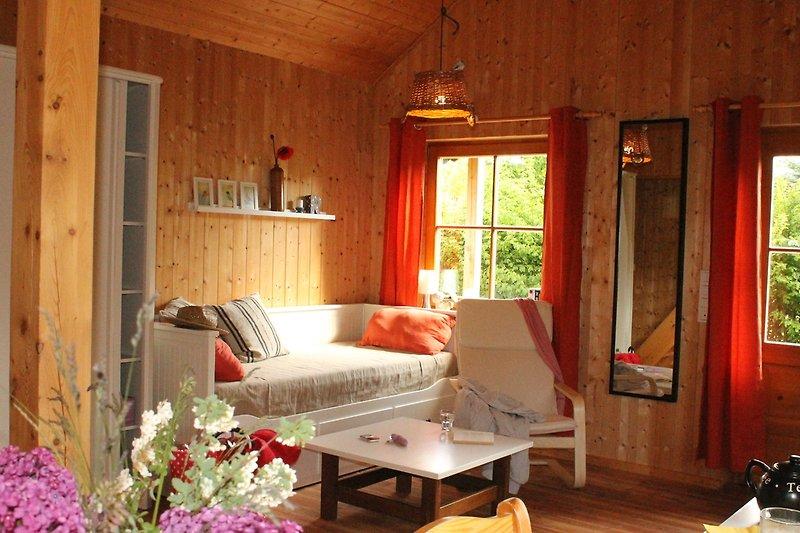 Wohnbereich mit ausziehbarem Tagesbett