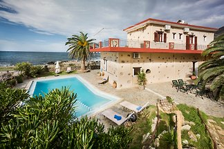 Beachfront Villa-Private pool-Crete