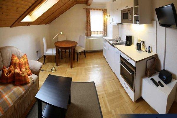 Aufenthaltsraum der Ferienwohnung Gabeltal (Flat-Screen TV, Internetradio etc) und Küchenzeile (Geschirrspülmaschine, Kühlschrank, Ofen etc)