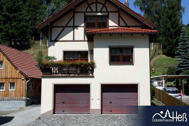 Ferienhaus Holzberg mit Einbauküche, Kamin-/Esszimmer, Wintergarten, Balkon, 2 Bädern, 2 Schlafzimmern mit begehbarem Kleiderschrank