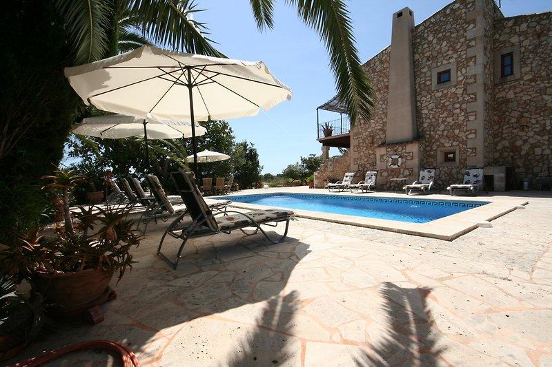 Pool-Terrassenbereich