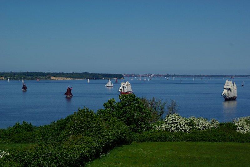 Ausblick aus der Schmugglerkoje auf die Förde und Dänemarks Küste