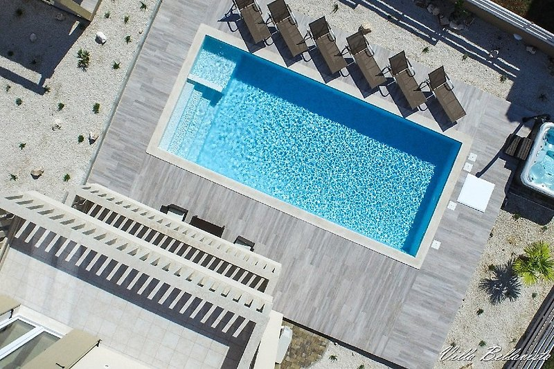 Heated pool and whirlpool