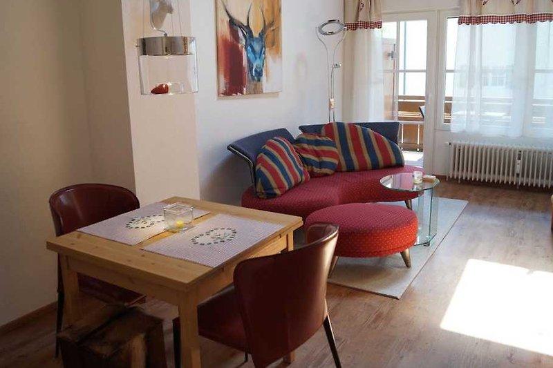 Wohnzimmer mit Designercouch