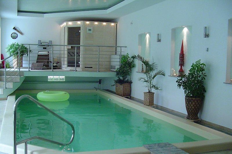 Schwimmhalle in ca 400 m Entfernung,wo sich noch 5 Fewo`s befinden.