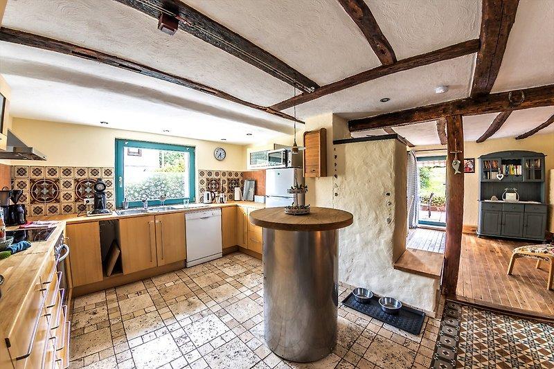 Küchenansicht vom Eingang mit Blick ins Esszimmer