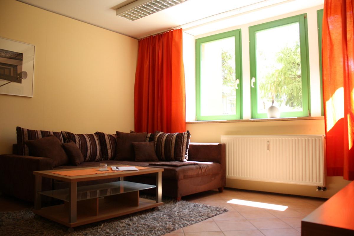 Ferienwohnung am gro en garten ii in dresden firma ferienwohnungen am gro en garten frau - Wohnzimmer dresden ...