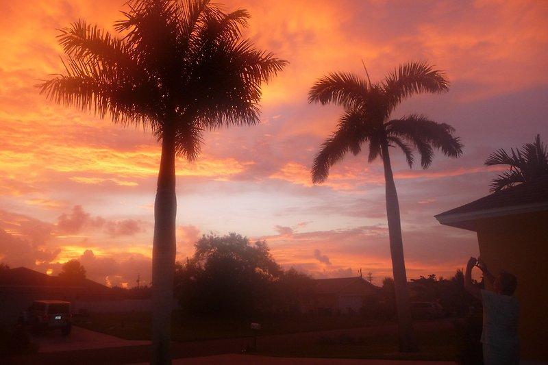 Sonnenuntergang vor der Haustür