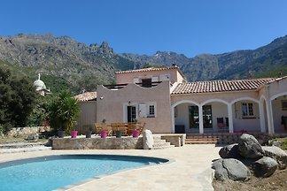 Villa mit Pool, 15 min von Calvi