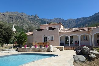 Ferienhaus mit Pool, 15 min Calvi