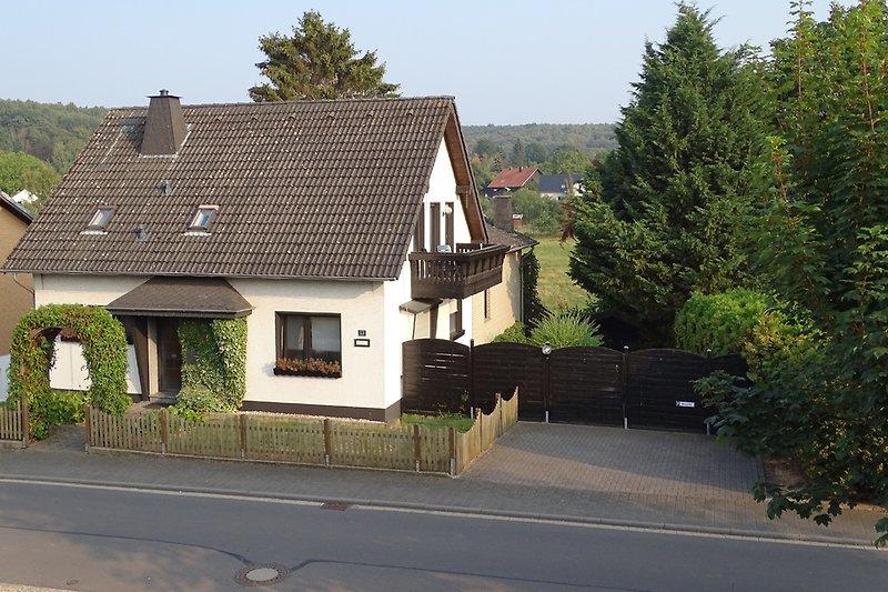 Fewo im DG mit Balkon und Parkplatz am Haus