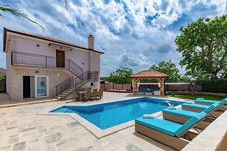 Villa mit beheiztem Pool nahe Porec