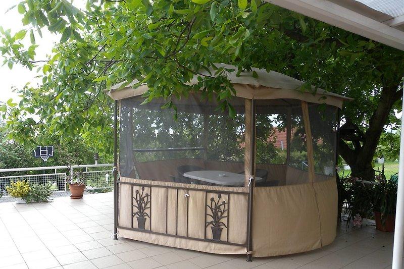 Pavillon auf der Terrasse
