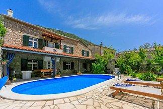 Ferienhaus mit Aussenpool und Sommerküche