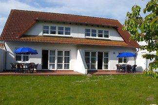 Ferienhaus in Doppelhaushälfte mit Grillterra
