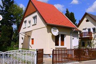 Ferienhaus csak 150 méterre a termálfürdőtől