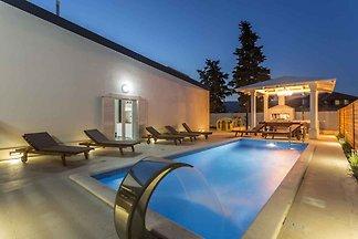 Ferienhaus mit Pool und Jacuzzi