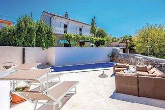 Ferienhaus mit Pool, modern eingerichtet