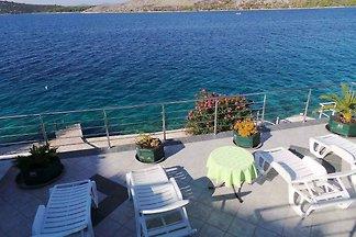 Ferienwohnung direkt am Meer mit Terrasse