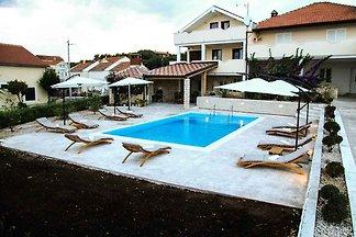 Ferienwohnung mit Poolnutzung und Terrasse
