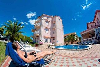 Ferienwohnung mit Pool, Kamin und Meerblick