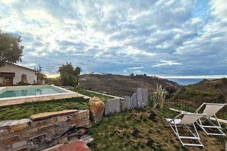 Ferienhaus mit Terrasse, Gartenmöbeln und
