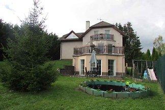 Villa mit Innenpool, Saunou und Spielraum