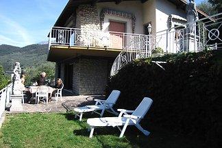 Ferienwohnung mit grosser Terrasse und privat