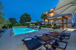 Ferienwohnung mit Meerblick und Pool