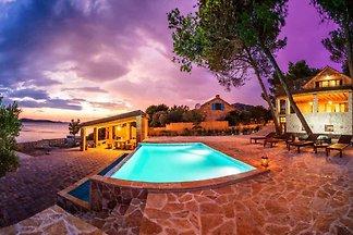 Ferienhaus Abgeschieden, mit Pool- und