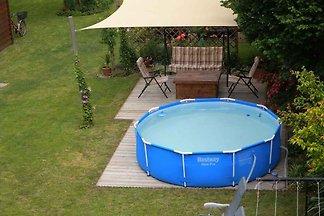 Ferienwohnung mit Pool und Gartenmöbel