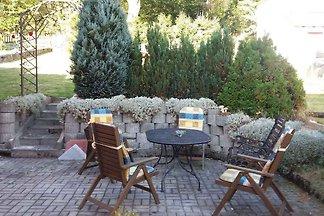 Ferienhaus mit Sitzmöglichkeit im Garten in