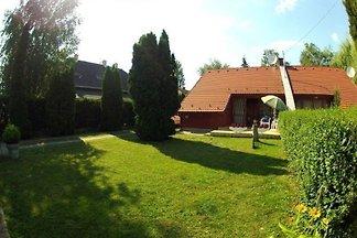 Ferienhaus nur 50 m vom Plattensee