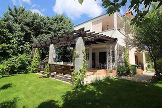 Ferienhaus sa vrtom i roštiljem